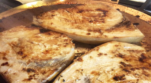Discover a great taste with wood chips by cooking Swordfish Al A Plancha